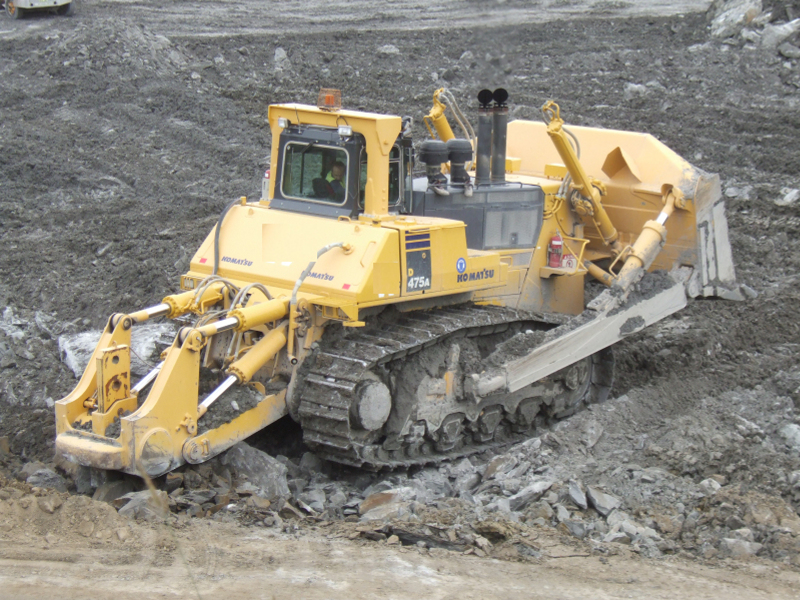 Komatsu D475 Dozer with Sy- klone Serie 9000 Engine Air- intake Precleaner Systems