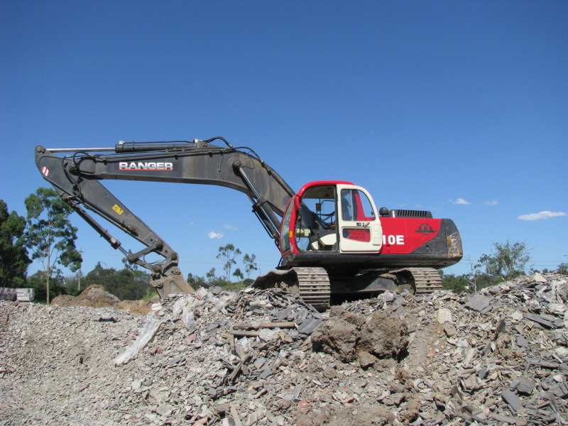 Rangers 210E Excavator with Sy- Klone Precleaner installed